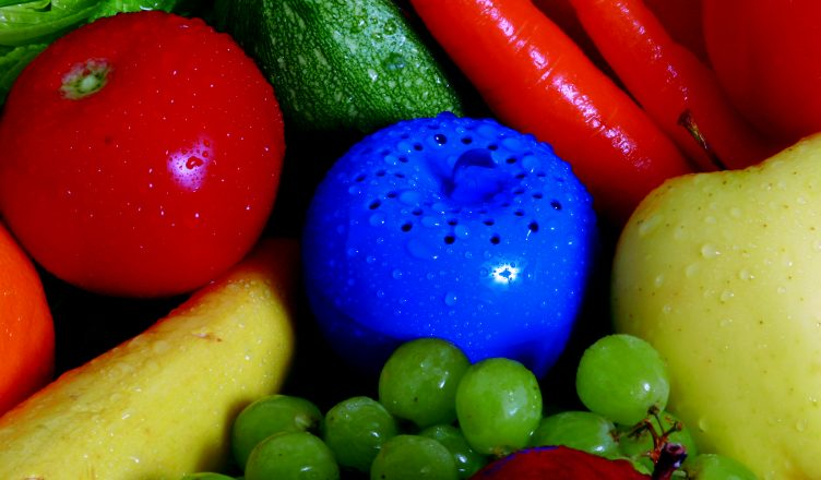 Bluapple keeps fruit vegetables fresh